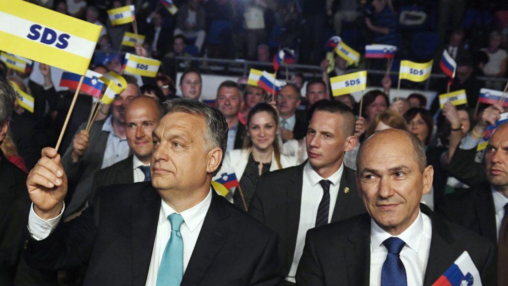 Celje, 2018. május 11. Orbán Viktor miniszterelnök (k), Janez Jansa, a Szlovén Demokrata Pár (SDS) elnöke (j) és Milan Zver, az SDS európai parlamenti képviselõje (b) az SDS kampányrendezvényén Celjén, a Golovec csarnokban 2018. május 11-én. Szlovéniában június 3-án elõrehozott parlamenti választásokat tartanak. MTI Fotó: Koszticsák Szilárd
