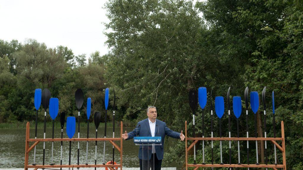 Tokaj, 2018. június 14. Orbán Viktor miniszterelnök beszédet mond a Tokaji Vízitúra Központ átadásán 2018. június 14-én. MTI Fotó: Koszticsák Szilárd