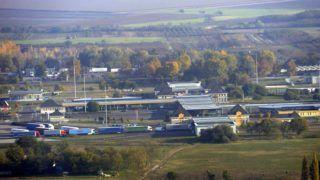 Röszke, 2015. november 4. Légi felvétel a röszkei határátkelõhelyrõl, az M5-ös autópályán 2015. november 3-án. MTI Fotó: Kelemen Zoltán Gergely