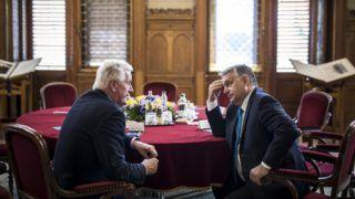 Budapest, 2018. június 4. A Miniszterelnöki Sajtóiroda által közreadott képen Orbán Viktor miniszterelnök (j) és Michel Barnier, az Európai Bizottság brit kiválás ügyében felelõs fõtárgyalójának találkozója az Országházban 2018. június 4-én. MTI Fotó: Miniszterelnöki Sajtóiroda / Szecsõdi Balázs
