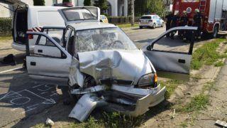 Õr, 2018. június 4. Telefonoszlopnak ütközött, összetört személyautó a 49-es fõúton Õr belterületén 2018. június 4-én. A balesetben az autó vezetõje meghalt. MTI Fotó: Taipusz Attila