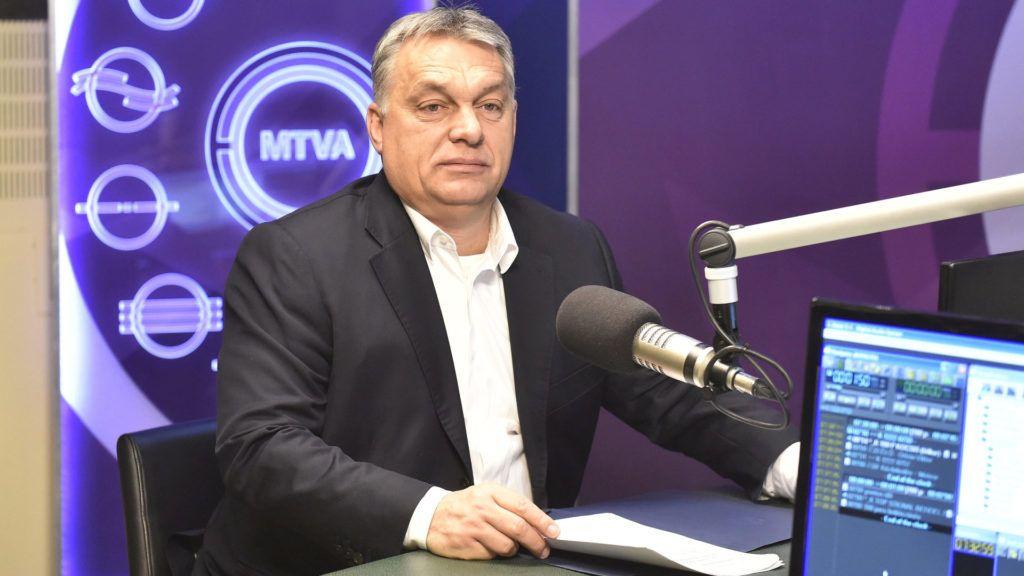 Budapest, 2017. december 22. Orbán Viktor miniszterelnök a Kossuth Rádió stúdiójában, ahol interjút ad a 180 perc címû mûsorban 2017. december 22-én. MTI Fotó: Máthé Zoltán