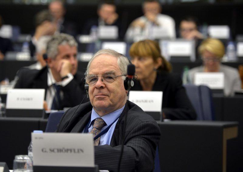 Strasbourg, 2014. július 15. Schöpflin György, a Fidesz EP-képviselõje az Európai Parlament (EP) néppárti frakciójának ülésén Strasbourgban 2014. július 15-én. MTI Fotó: Beliczay László