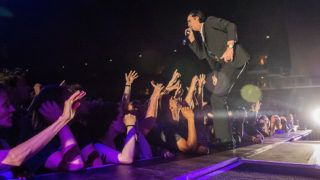 Budapest, 2018. június 21.Nick Cave ausztrál rockzenész a Nick Cave and the Bad Seeds koncertjén a Papp László Budapest Sportarénában 2018. június 21-én.MTI Fotó: Balogh Zoltán
