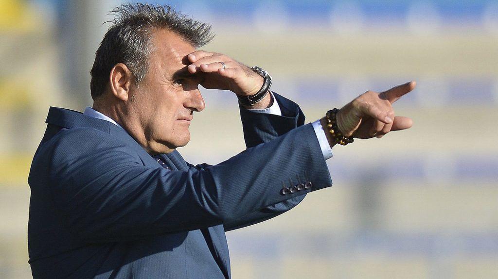 Mezőkövesd, 2016. július 16.Pintér Attila, a Mezőkövesd vezetőedzője a labdarúgó OTP Bank Liga 1. fordulójában játszott Mezőkövesd Zsóry FC - Gyirmót FC mérkőzésen Mezőkövesden 2016. július 16-án. A másodosztályból feljutott két csapat 2-2-es döntetlen játszott a nyitófordulóban.MTI Fotó: Czeglédi Zsolt
