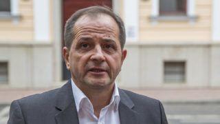 Szeged, 2017. szeptember 7.Budai Gyula, a Fidesz országgyűlési képviselője nyilatkozik a sajtónak a volt szocialista főpolgármester-helyettes, Hagyó Miklós és társai ellen hivatali visszaélés bűntette és más bűncselekmények ügyében indult per másodfokú tárgyalása közben a Szegedi Ítélőtábla székháza előtt 2017. szeptember 7-én.MTI Fotó: Rosta Tibor