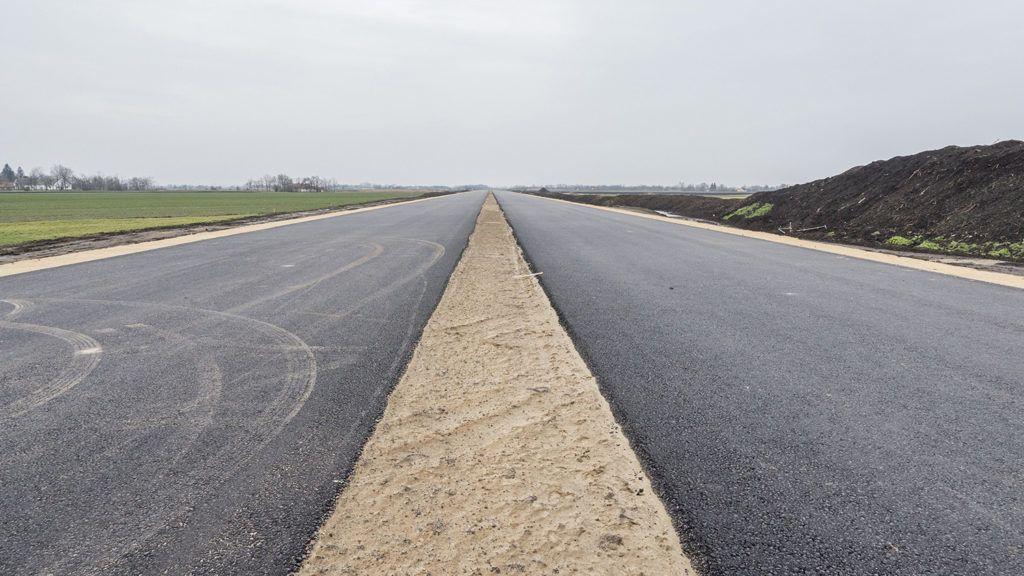 Csabacsűd, 2018. február 22.Az épülő M44-es gyorsforgalmi út Csabacsűd közelében 2018. február 22-én. Az út Nagykőröstől kiindulva az M5-ös autópályát fogja összekötni Békéscsabával, majd később folytatódhat a román határ felé.MTI Fotó: Rosta Tibor
