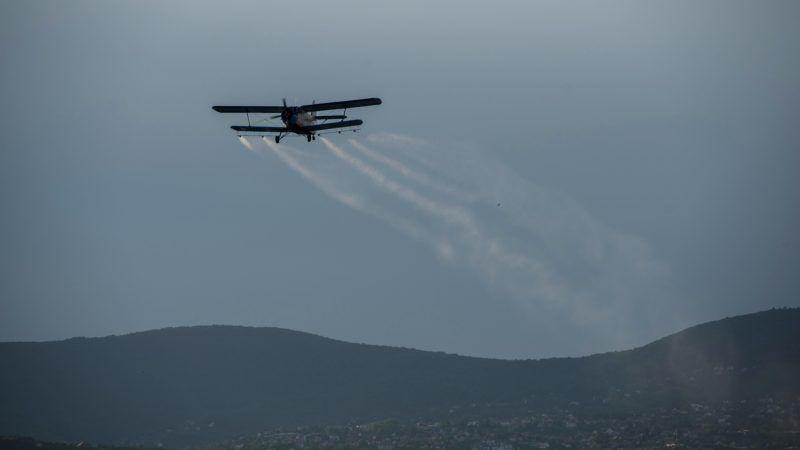 Pécs, 2017. július 5. Repülõgépes szúnyogirtás Pécsett 2017. július 5-én. MTI Fotó: Sóki Tamás