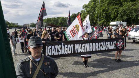 Budapest, 2016. június 4. A Hatvannégy Vármegye Ifjúsági Mozgalom Trianon-felvonulása Budapesten, az Ötvenhatosok terén 2016. június 4-én. MTI Fotó: Szigetváry Zsolt