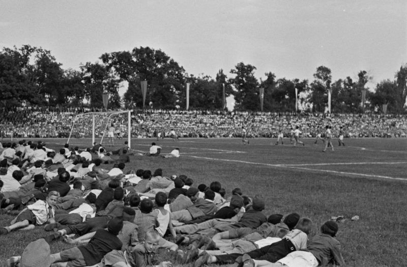 Nagyerdei Stadion, Magyarország - Lengyelország ifjúsági labdarúgó mérkőzés. 1949Fotó: Kovács Márton ERnő / Fortepan
