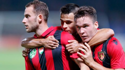 BUDAPEST, HUNGARY - AUGUST 26: Marton Eppel (L) of Budapest Honved celebrates his equalizer with David Bobal (R) of Budapest Honved and Bence Bano-Szabo (L2) of Budapest Honved during the Hungarian OTP Bank Liga match between Budapest Honved and DVSC at Bozsik Stadium on August 26, 2017 in Budapest, Hungary. (Photo by Laszlo Szirtesi/Getty Images)