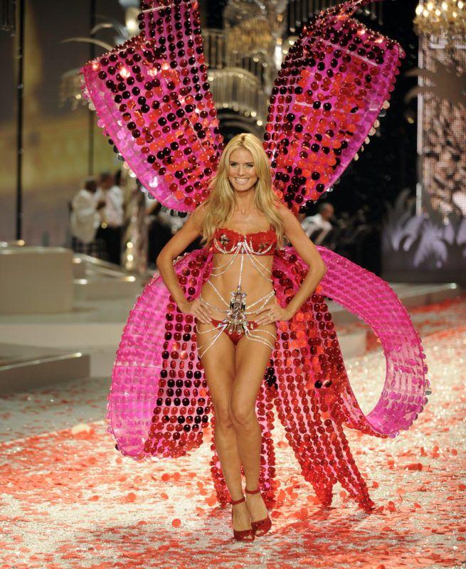 MIAMI BEACH, FL - DECEMBER 04:  Victoria's Secret Angel, Heidi Klum walks the runaway at the 2008 Victoria's Secret Fashion Show at the Fontainebleau Hotel on November 15, 2008 in Miami Beach, Florida.  (Photo by Arun Nevader/FilmMagic)
