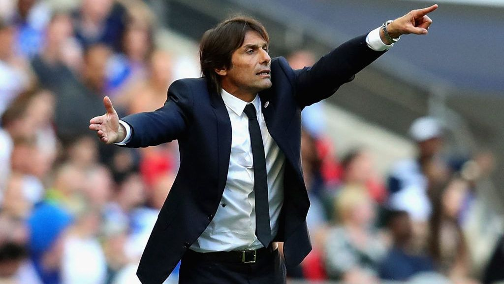LONDON, ENGLAND - MAY 19: Manager of Chelsea, Antonio Conte gestures during the Emirates FA Cup Final between Chelsea and Manchester United at Wembley Stadium on May 19, 2018 in London, England.  (Photo by Chris Brunskill Ltd/Getty Images)