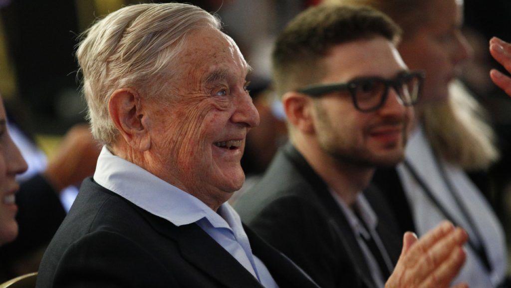 Párizs, 2018. május 29. Soros György magyar származású amerikai üzletember, a New York-i Soros Fund Management befektetési társaság elnöke a Külkapcsolatok Európai Tanácsa (ECFR) nevû nemzetközi elemzõ intézet éves ülésén Párizsban 2019. május 28-án. (MTI/AP/Francois Mori)