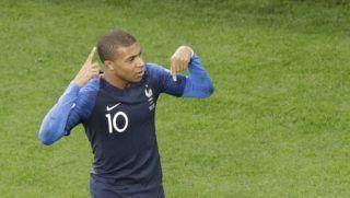 Jekatyerinburg, 2018. június 21. A francia Kylian Mbappe, miután berúgta csapata elsõ gólját a Franciaország – Peru mérkõzésen, az oroszországi labdarúgó-világbajnokság C csoportjának második fordulójában Jekatyerinburgban 2018. június 21-én. (MTI/AP/Mark Baker)