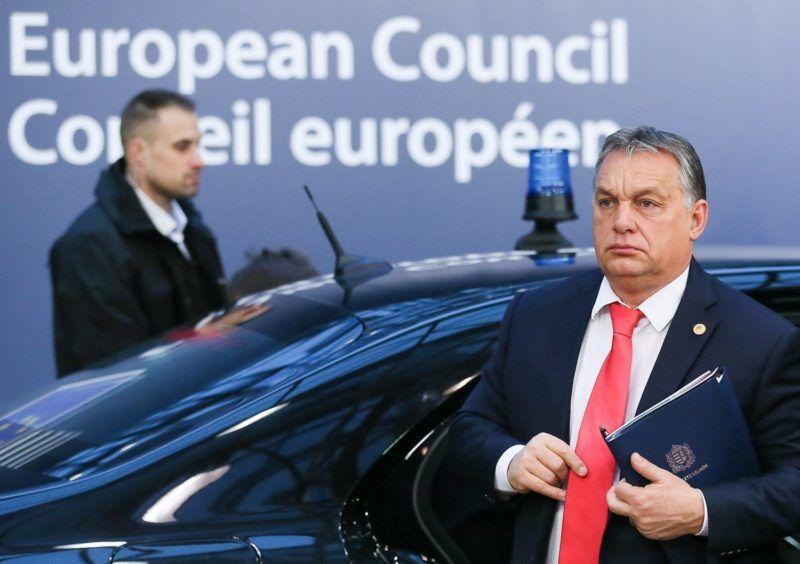 Brüsszel, 2017. december 15.  Orbán Viktor miniszterelnök érkezik az uniós országok állam- és kormányfõinek csúcstalálkozójára Brüsszelben 2017. december 15-én, a kétnapos tanácskozás második napján. (MTI/EPA/Stephanie Lecocq)