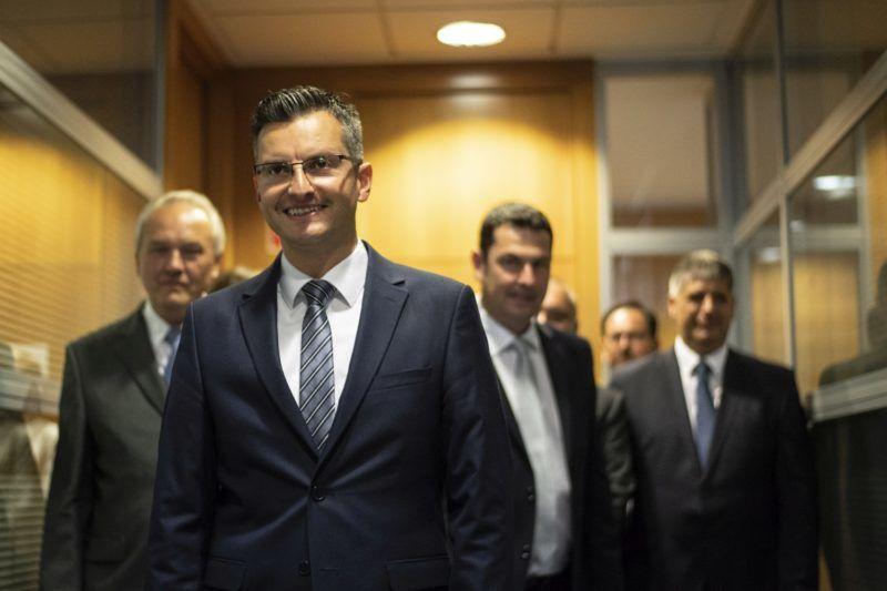 Kamnik, 2018. június 3. Marjan Sarec, Kamnik polgármestere, a Marjan Sarec Listája (LMS) baloldali párt vezetõje pártjának kamniki székházába érkezik a szlovén elõrehozott parlamenti választásokon estéjén, 2018. június 3-án. A választóhelyiségekbõl távozók körében végzett közvélemény-kutatások eredménye szerint Sarec pártja a második helyen végzett. (MTI/EPA/Christian Bruna)