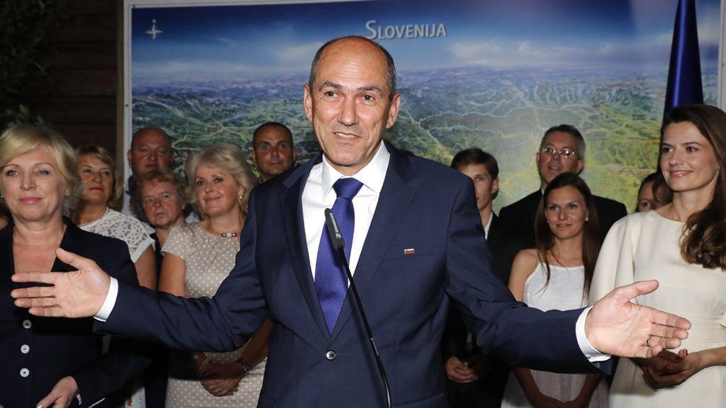 Ljubljana, 2018. június 4.Janez Jansa volt miniszterelnök, az ellenzéki jobboldali Szlovén Demokrata Párt (SDS) elnöke sajtóértekezletet tart a szlovén előrehozott parlamenti választások estéjén Ljubljanában 2018. június 3-án. A részleges eredmények szerint az SDS 25,13 százalékkal az első helyen áll. (MTI/EPA/Antonio Bat)