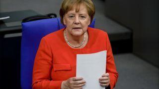 Berlin, 2018. június 6. Angela Merkel német kancellár a képviselõi kérdések és azonnali kancellári válaszok elsõ fórumán a parlamenti alsóház, a Bundestag ülésén Berlinben 2018. június 6-án. Merkelt tizenhárom évi miniszterelnöksége alatt elõször kérdezhették a Bundestag képviselõi az új parlamenti formátum keretében, amelynek egyórás idõtartama alatt minden kérdésre és válaszra egy-egy perc állt rendelkezésre. (MTI/EPA/Clemens Bilan)