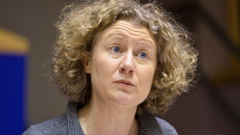 Brüsszel, 2017. december 7. Az Európai Parlament (EP) által közreadott kép Judith Sargentinirõl, az Európai Parlament zöld párti frakciójának holland képviselõjérõl az EP belügyi, állampolgári jogi és igazságügyi szakbizottságának (LIBE) a jogállamiság magyarországi helyzetérõl tartott meghallgatásán Brüsszelben 2017. december 7-én. (MTI/Európai Parlament/Dominique Hommel)