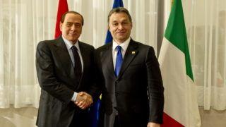 Brüsszel, 2010. december 17. Silvio BERLUSCONI olasz miniszterelnök (b) és ORBÁN Viktor magyar kormányfõ kezet fog megbeszélésük kezdetén Brüsszelben 2010. december 17-én. A két politikus az EU-tagországok állam- és kormányfõinek kétnapos, évzáró csúcstalálkozóján vesz részt a belga fõvárosban. Szabadon felhasználható felvétel! (MTI Fotó: Miniszterelnökség/Burger Barna)