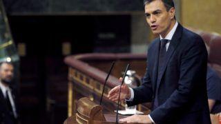 Madrid, 2018. június 1. Pedro Sánchez, a Spanyol Szocialista Munkáspárt (PSOE) fõtitkára beszél a Mariano Rajoy spanyol miniszterelnök ellen benyújtott bizalmatlansági indítvány második napi parlamenti vitájában Madridban 2018. június 1-jén. A PSOE azért kezdeményezte a kormányfõ leváltását, mert a bíróság elsõ fokon ítéletet hirdetett az egyik legszövevényesebb spanyol korrupciós botrányban, a 2009-ben kirobbant úgynevezett Gürtel-ügyben, és megállapította, hogy a korrupciós hálózatból hasznot húzott a kormányzó konzervatív Néppárt (PP) is.  (MTI/EPA/Javier Lizon)