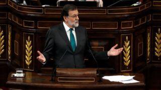Madrid, 2018. május 31. Mariano Rajoy spanyol miniszterelnök beszél az ellene benyújtott bizalmatlansági indítvány parlamenti vitájában Madridban 2018. május 31-én. A Spanyol Szocialista Munkáspárt (PSOE) azután nyújtott be bizalmatlansági indítványt a kormányfõ ellen, hogy a spanyol központi büntetõbíróság nem jogerõs ítéletet hirdetett az egyik legszövevényesebb spanyol korrupciós botrányban, a 2009-ben kirobbant úgynevezett Gürtel-ügyben, és megállapította, hogy a korrupciós hálózatból hasznot húzott  a kormányzó konzervatív Néppárt (PP) is, amiért 245 ezer euró (mintegy 78 millió forint) pénzbüntetés szabott ki rájuk a bíróság. (MTI/EPA pool/Juan Carlos Hidalgo)