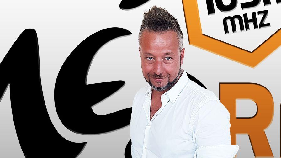 Szani Roland, a Méz Rádió új műsorvezetője korábban a Class FM-nél és a Danubius Rádiónál is dolgozott. Fotó: mezradio.hu