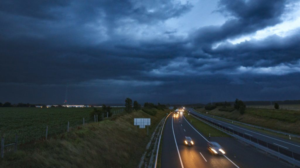 Nagykanizsa, 2018. június 13. Viharfelhõk az M7-es autópálya felett Nagykanizsa határában 2018. június 12-én este. MTI Fotó: Varga György