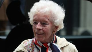 Last surviving female WW2 pilot Mary Ellis, (101), arrives outside number 10 Downing Street in central London on May 23, 2018, for a reception hosted by Britain's Prime Minister Theresa May as part of the RAF's 2018 centenary celebrations.  / AFP PHOTO / DANIEL LEAL-OLIVAS