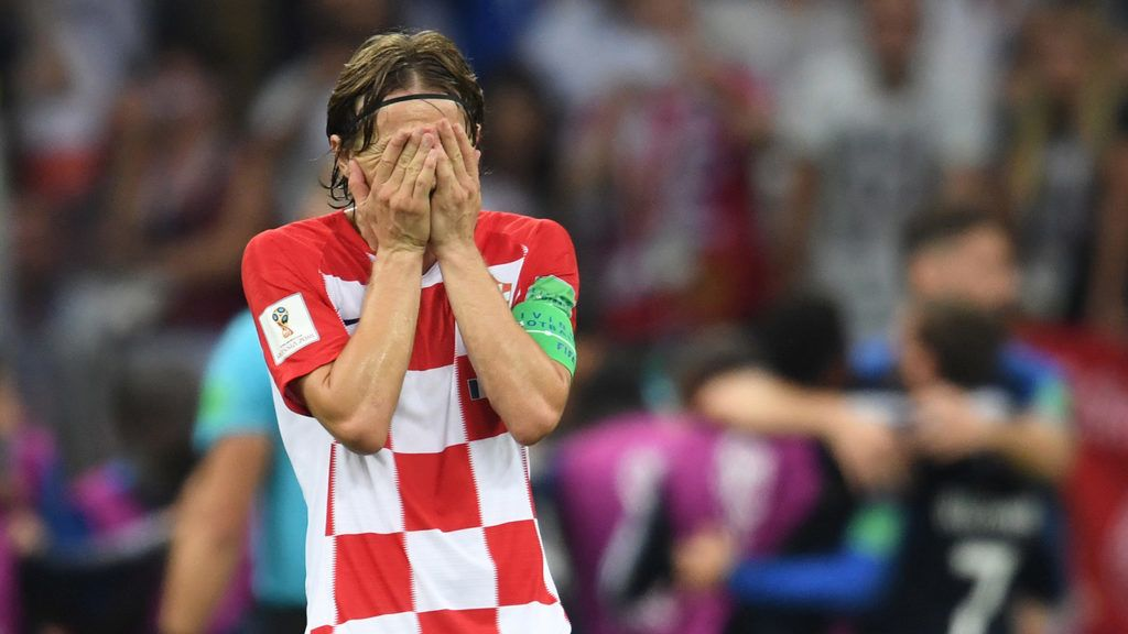Croatia's midfielder Luka Modric reacts after his team conceded a goal during the Russia 2018 World Cup final football match between France and Croatia at the Luzhniki Stadium in Moscow on July 15, 2018. / AFP PHOTO / Kirill KUDRYAVTSEV / RESTRICTED TO EDITORIAL USE - NO MOBILE PUSH ALERTS/DOWNLOADS