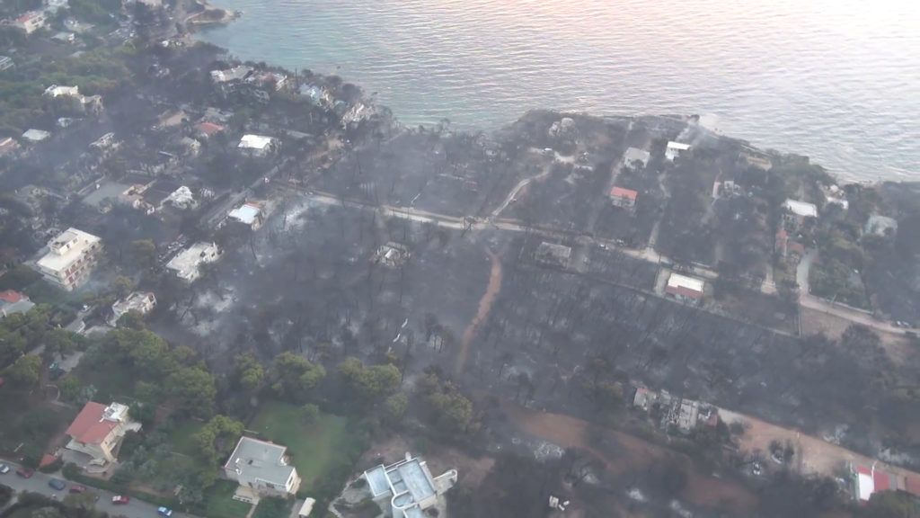 """This handout picture released by the Hellenic Ministry of Defence on July 24, 2018 shows an aerial view of an urban area burnt following fire in Mati. The death toll from the wildfire ravaging the seaside areas around Athens has increased to 60 in Greece's deadliest blaze in more than a decade, on July 24, 2018. / AFP PHOTO / HELLENIC MINISTRY OF DEFENCE / - / RESTRICTED TO EDITORIAL USE - MANDATORY CREDIT """"AFP PHOTO /HELLENIC MINISTRY OF DEFENCE """" - NO MARKETING NO ADVERTISING CAMPAIGNS - DISTRIBUTED AS A SERVICE TO CLIENTS - NO ARCHIVE"""
