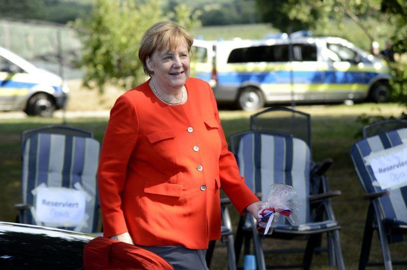 Angela Merkel visits the dairy farm of the Trede family. Nienborstel, 19.07.2018 | usage worldwide
