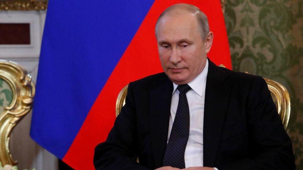 Russian President Vladimir Putin speaks with South Korean President at the Kremlin in Moscow, Russia on June 22, 2018.  / AFP PHOTO / POOL / SERGEI KARPUKHIN