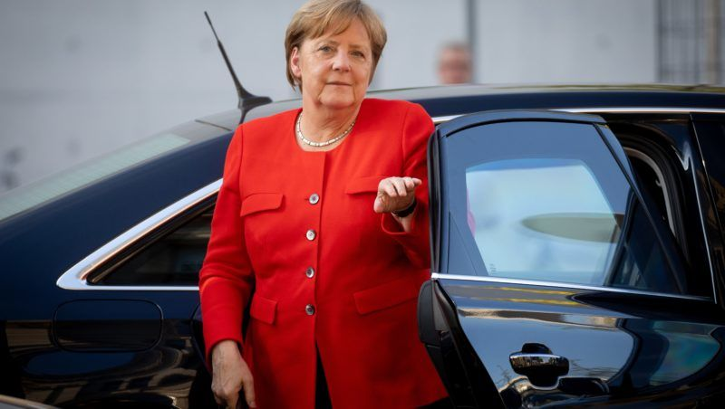 German Chancellor and leader of the Christian Democratic Union (CDU) Angela Merkel arrives for a meeting of the coalition parties CDU,CSU and SPD at the Reichstag parliament building in Berlin, on July 5, 2018. / AFP PHOTO / dpa / Kay Nietfeld / Germany OUT
