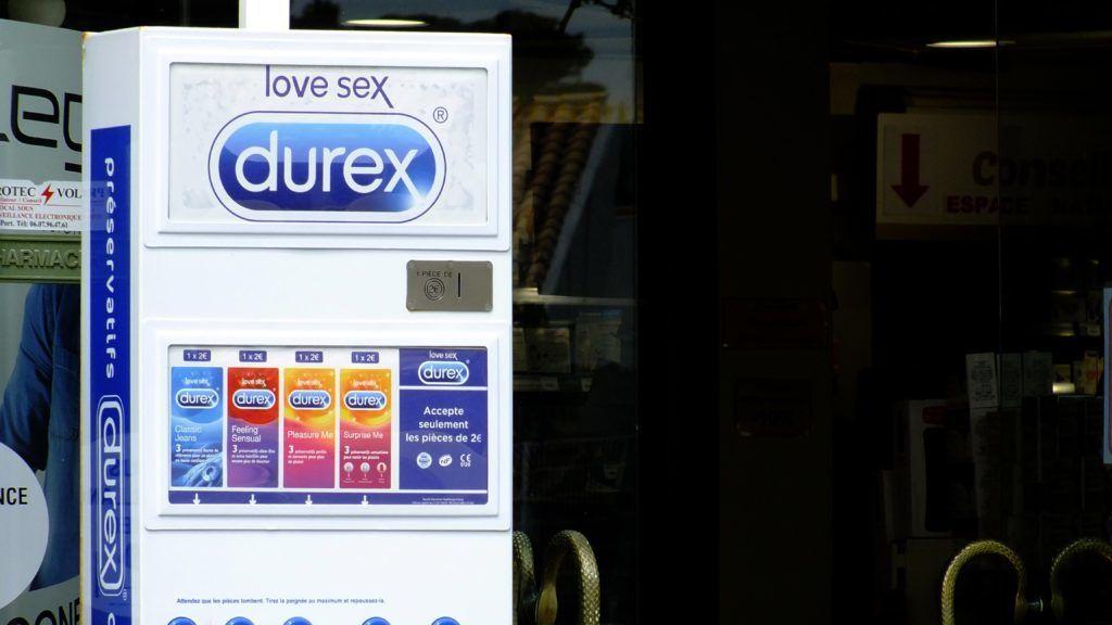 Condoms distributor | Préservatifs distributeur extérieur d'une pharmacie 29/05/2018