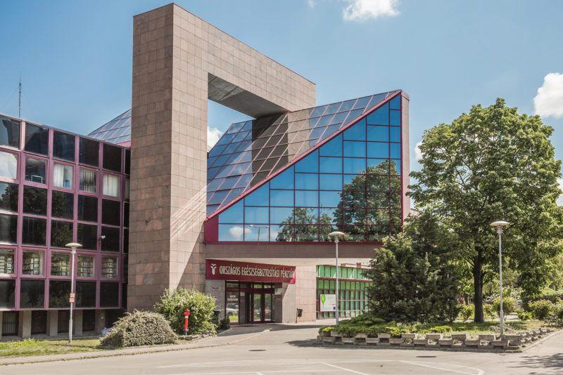 Budapest, 2016. május 8.Az Országos Egészségbiztosítási Pénztár központi irodaépülete és főbejárata a főváros XIII. kerületében, a Váci úton. MTVA/Bizományosi: Faludi Imre ***************************Kedves Felhasználó!Ez a fotó nem a Duna Médiaszolgáltató Zrt./MTI által készített és kiadott fényképfelvétel, így harmadik személy által támasztott bárminemű – különösen szerzői jogi, szomszédos jogi és személyiségi jogi – igényért a fotó készítője közvetlenül maga áll helyt, az MTVA felelőssége e körben kizárt.