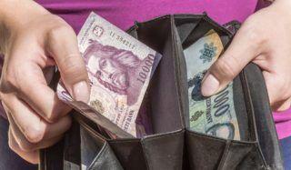 Budapest, 2016. szeptember 10. Tízezer és húszezer forintos bankjegyek egy pénztárcában. Magyarország ma is hivatalos fizetõeszközét, a forintot, 70 évvel ezelõtt, 1946. augusztus elsején vezették be. A pengõt felváltó új pénz nevét I. Károly történelmi aranyforintjáról kapta. MTVA/Bizományosi: Faludi Imre  *************************** Kedves Felhasználó! Ez a fotó nem a Duna Médiaszolgáltató Zrt./MTI által készített és kiadott fényképfelvétel, így harmadik személy által támasztott bárminemû – különösen szerzõi jogi, szomszédos jogi és személyiségi jogi – igényért a fotó készítõje közvetlenül maga áll helyt, az MTVA felelõssége e körben kizárt.