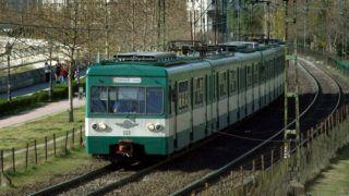 Budapest, 2015. április 10.A BKK-BKV Boráros tér és Csepel között közlekedő H7-es HÉV (Helyiérdekű Vasút) egyik MXA típusú szerelvénye a csepeli állomásai felé tart. A háttérben modern lakó- és irodaépületek tömbjei a Boráros tér közelében.MTVA/Bizományosi: Jászai Csaba ***************************Kedves Felhasználó!Az Ön által most kiválasztott fénykép nem képezi az MTI fotókiadásának, valamint az MTVA fotóarchívumának szerves részét. A kép tartalmáért és a szövegért a fotó készítője vállalja a felelősséget.