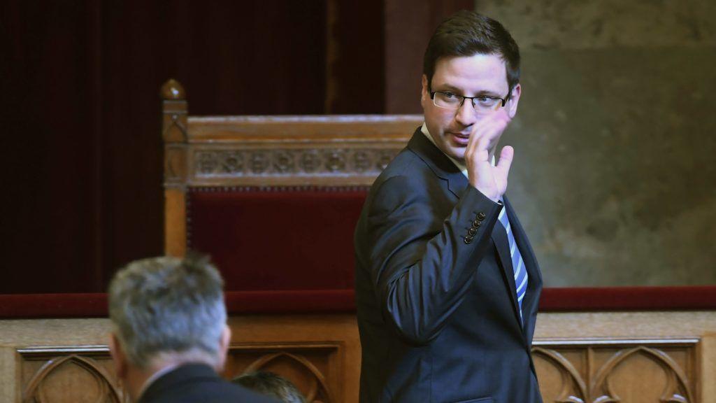 Budapest, 2018. február 19. Gulyás Gergely, a Fidesz frakcióvezetõje érkezik az Országgyûlés plenáris ülésére 2018. február 19-én. MTI Fotó: Kovács Tamás