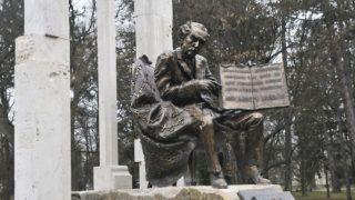Sopron, 2013. december 14.Gróf Bánffy Miklós emlékműve, Párkányi Raab Péter szobrászművész alkotása, amelyet 2013. december 14-én, a hűség napi megemlékezésen avattak fel a soproni Erzsébet-kertben.MTI Fotó: Filep István
