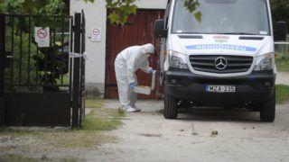 Inárcs, 2018. július 11. Bûnügyi helyszínelõ Inárcson egy hivatalnál, ahol ügyintézés közben késsel halálosan megsebesített egy hivatali dolgozót egy férfi 2018. július 11-én reggel. A rendõrök elfogták a bûncselekmény elkövetésével gyanúsított 61 éves helyi lakost. MTI Fotó: Mihádák Zoltán