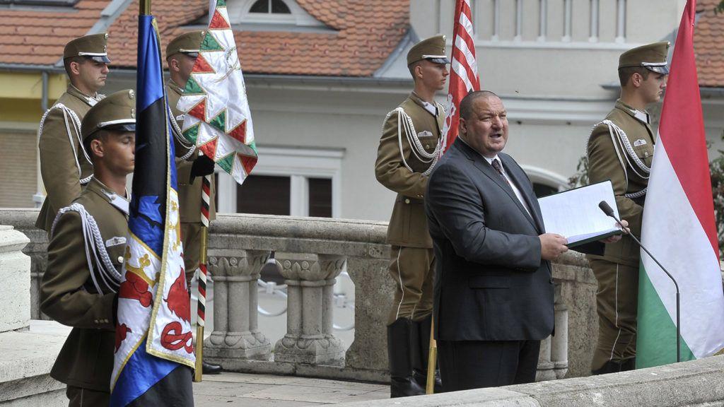 Budapest, 2018. július 22.Németh Szilárd, a Honvédelmi Minisztérium parlamenti államtitkára beszédet mond a nándorfehérvári diadal emléknapja alkalmából tartott megemlékezésen az I. kerületi Hunyadi János-szobornál 2018. július 22-én.MTI Fotó: Kovács Attila