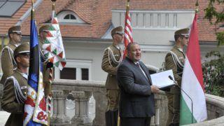 Budapest, 2018. július 22. Németh Szilárd, a Honvédelmi Minisztérium parlamenti államtitkára beszédet mond a nándorfehérvári diadal emléknapja alkalmából tartott megemlékezésen az I. kerületi Hunyadi János-szobornál 2018. július 22-én. MTI Fotó: Kovács Attila