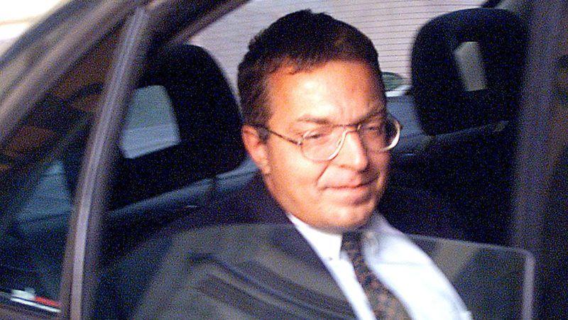 Budapest, 1999.augusztus 31. Lemondott tisztségérõl Simicska Lajos, az APEH elnöke. A képen: Simicska Lajos távozik hivatalából. MTI FOTÓ. Illyés Tibor