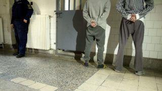 Budapest, 2015. március 16. Fogvatartottak állnak a fal mellett a Budapesti Fegyház és Börtönben 2015. március 16-án. MTI Fotó: Koszticsák Szilárd