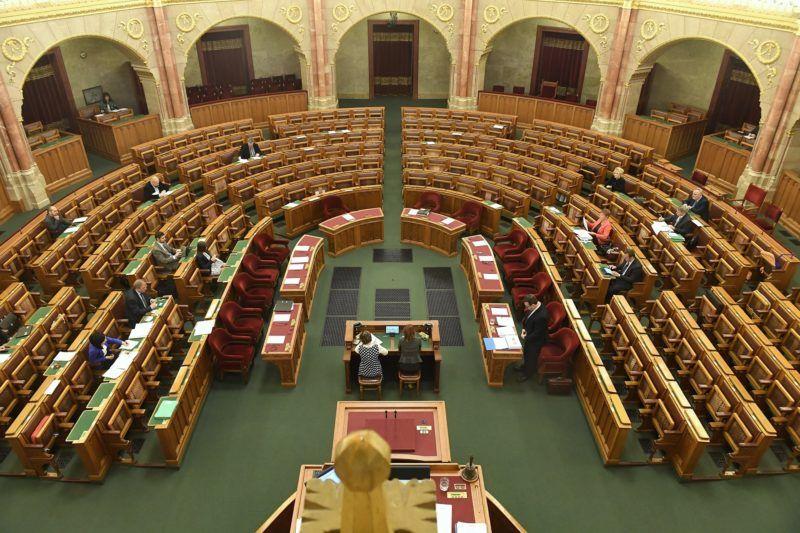 Budapest, 2016. november 29. Palkovics László oktatási államtitkár felszólal a közoktatás helyzetérõl ellenzéki kezdeményezésre tartott parlamenti vitanapon az Országgyûlés plenáris ülésén 2016. november 29-én. MTI Fotó: Koszticsák Szilárd