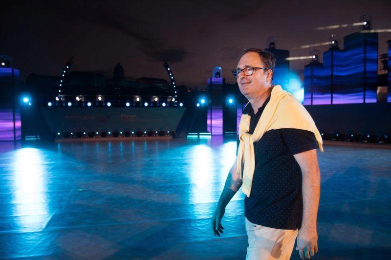 Budapest, 2017. július 9. Káel Csaba, a július 14. és 30. között Budapesten és Balatonfüreden zajló vizes világbajnokság nyitó- és záróesemények fõrendezõje, a Müpa vezérigazgatója a július 14-i megnyitóról tartott budapesti sajtótájékoztatón a 17. FINA Világbajnokság nyitóünnepségének helyszínén, a Lánchíd pesti hídfõjénél 2017. július 8-án. A nyitóünnepségen félezren táncolnak majd egyszerre: a produkció végigvezeti a nézõt az ország történelmén, amelyben mindig kiemelt szerep jutott a víznek, elsõsorban a Dunának. MTI Fotó: Koszticsák Szilárd