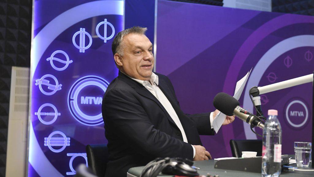 Budapest, 2017. október 27. Orbán Viktor miniszterelnök a Kossuth Rádió stúdiójában, ahol interjút ad a 180 perc címû mûsorban 2017. október 27-én. MTI Fotó: Koszticsák Szilárd