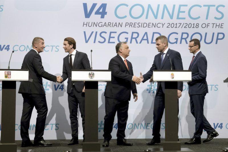 Budapest, 2018. június 21. Orbán Viktor magyar (k), Andrej Babis cseh (b), Peter Pellegrini szlovák (j2), és Mateusz Morawiecki lengyel (j) miniszterelnök, valamint Sebastian Kurz osztrák kancellár (b2) a V4+Ausztria csúcstalálkozó után tartott sajtótájékoztatón a Várkert Bazárban 2018. június 21-én. MTI Fotó: Koszticsák Szilárd